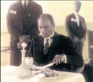 Atatürk'ün Kendi Elleriyle Yazdığı Menü 1