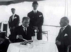 Atatürk'ün Kendi Elleriyle Yazdığı Menü