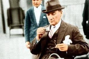Atatürk'ün Kendi Elleriyle Yazdığı Menü 3