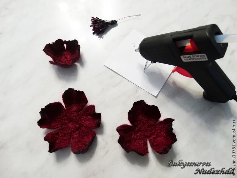 Yün Keçeden Çiçek Yapımı 23