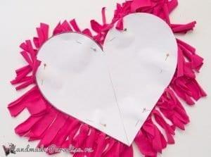 Eski Tişörtten Kalp Yastık Yapımı 6