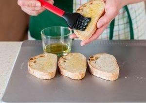 Kırmızı Biberli Ekmek Tarifi 5