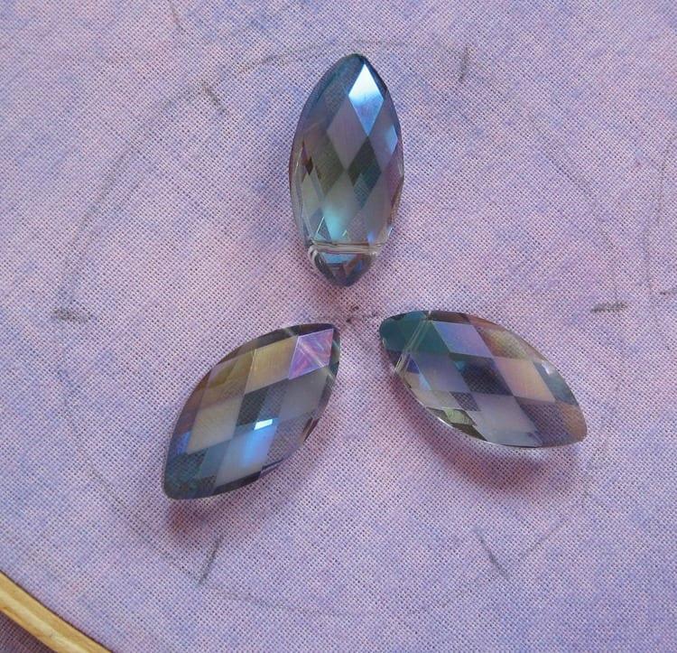 Kristal Boncuklu Çiçekli Kolye 33