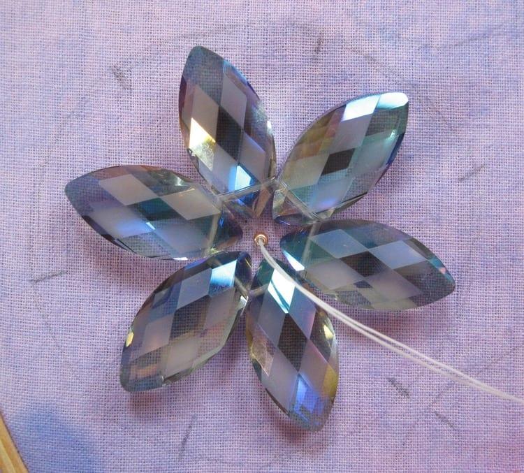 Kristal Boncuklu Çiçekli Kolye 35