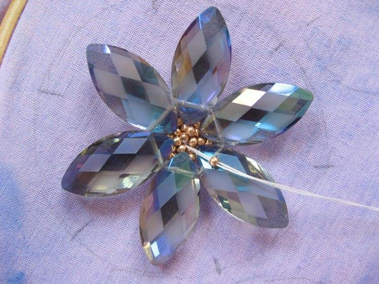 Kristal Boncuklu Çiçekli Kolye 40
