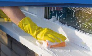 Plastik Kapıların Temizliği 1