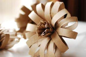 Tuvalet Kağıdı Rulosundan Çiçek Yapımı 2
