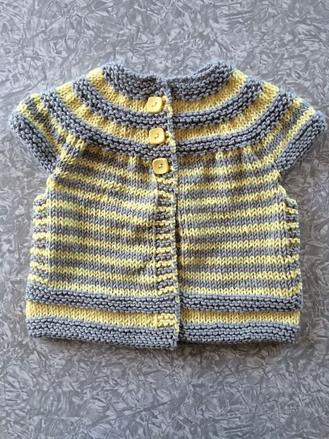 İki Renkli Örgü Bebek Yelek Modelleri 22