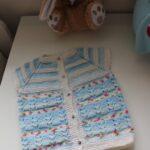 İki Renkli Örgü Bebek Yelek Modelleri 58