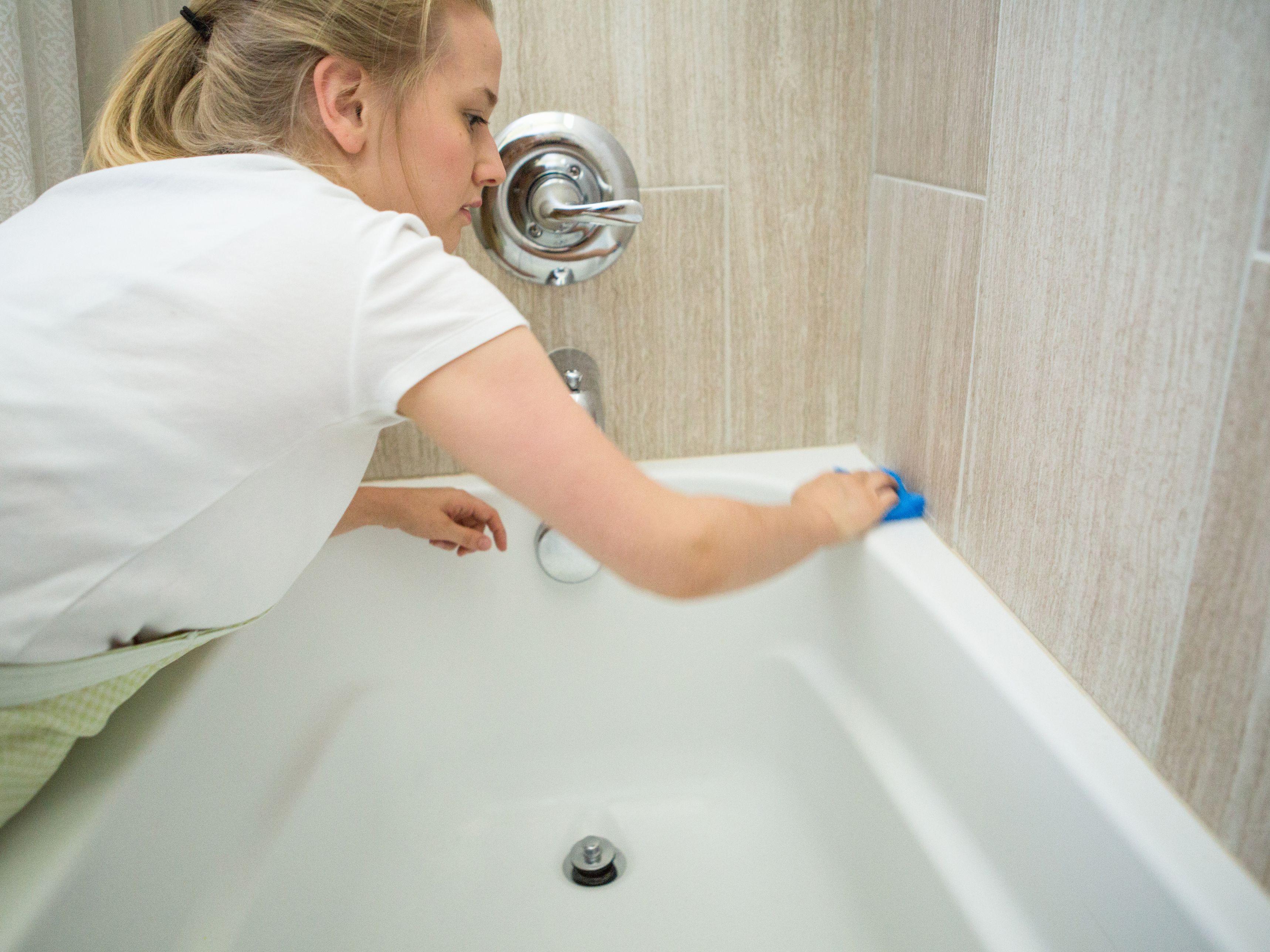 Bulaşık Parlatıcısı ile Banyo Temizliği 7
